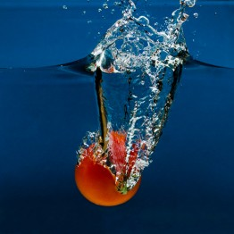 Rajče padající do vody